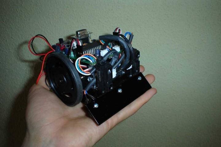 Montaje de robot de minisumo