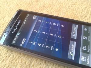 El IMEI de un móvil se averigua fácilmente marcando *#06# o buscandolo en la misma caja del móvil cuando lo adquirimos